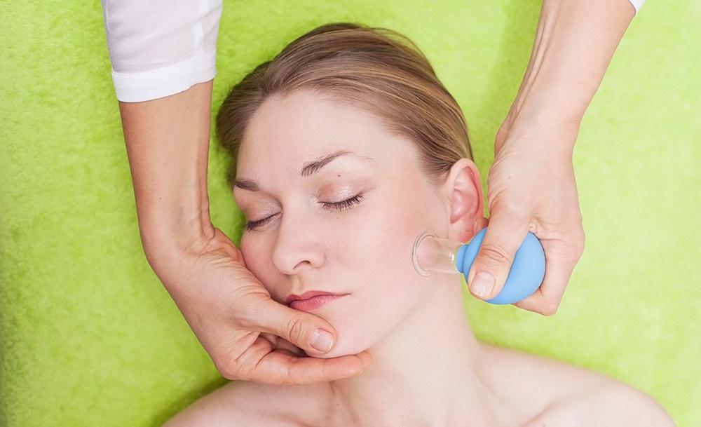 Вакуумный массаж лица в салоне