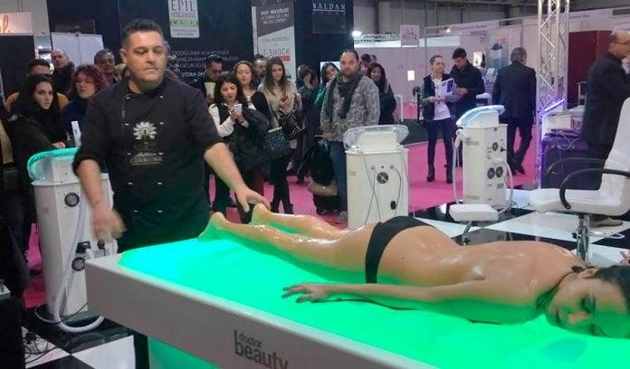 Антонио Черроне делает массаж банками, видео