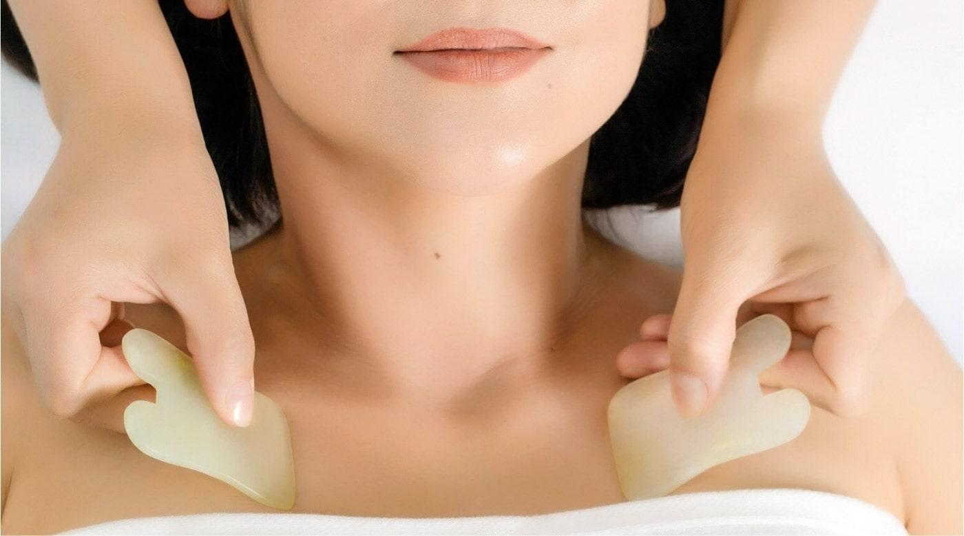 Скребковый массаж шеи